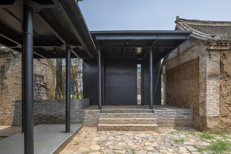 outdoor leisure area. Image © Weiqi Jin