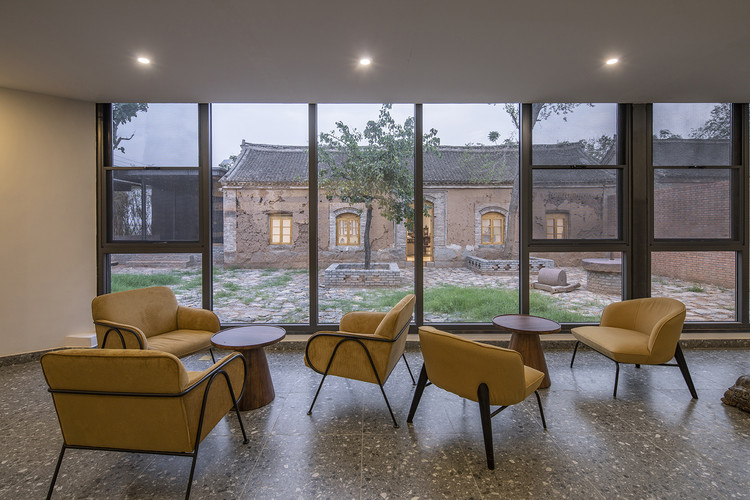 look at courtyards and old houses from the new building. Image © Weiqi Jin
