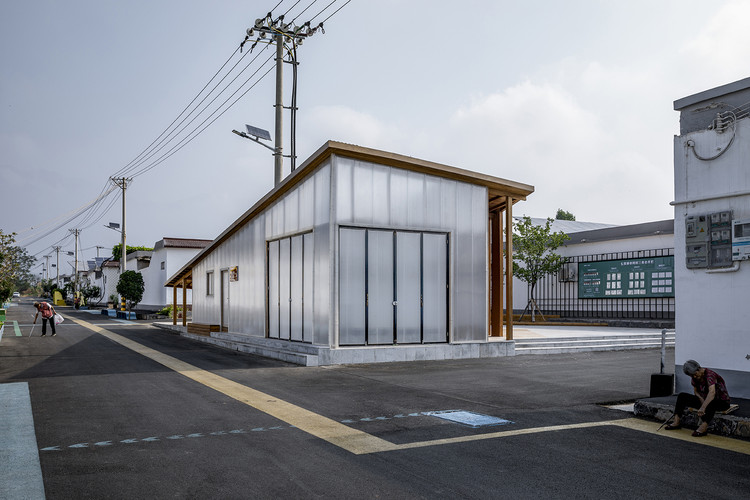 the convenience service station viewing from the main street, the transformer station was wrapped inside the building. Image © Weiqi Jin