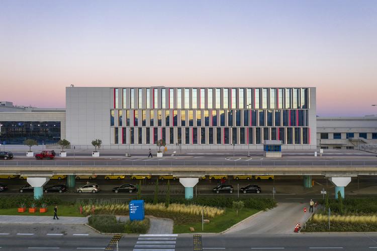 Athens International Airport, South Wing.  Photo © Yorgis Yerolimpos