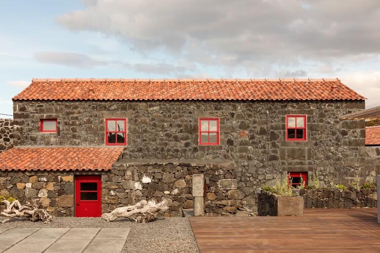Adega do Fogo Holiday Home / Diogo Mega Architects, © Francisco Nogueira