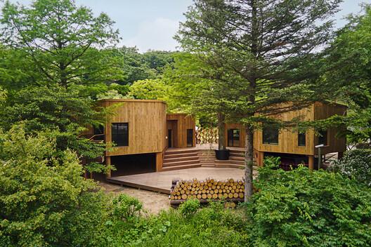 Korea National Arboretum Children's Forest School / GEEUMPLUS