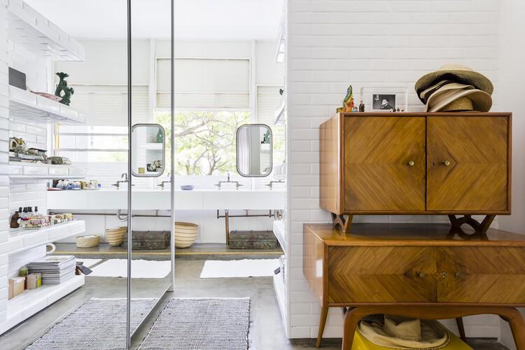 Апартаменты Louveira / Estudio FM + Rosenbaum®.  Фото: © Рикардо Бассетти.