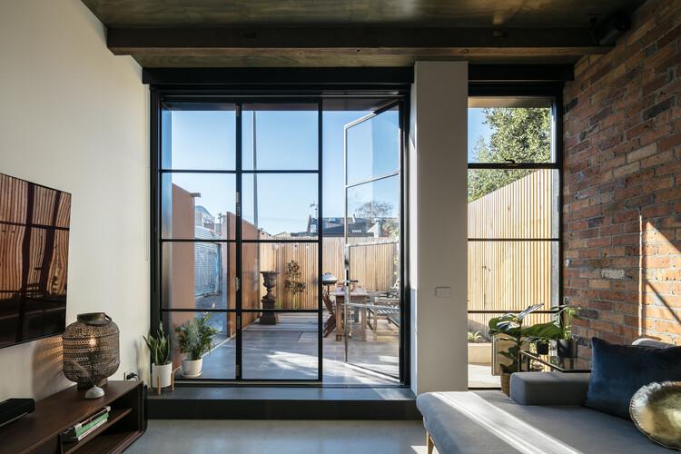 Fitzroy House / Mitsuori Architects. Image © Michael Kai