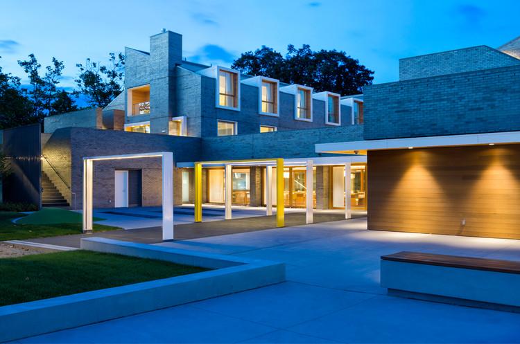Рональд Макдональд Дом Британской Колумбии.  Изображение предоставлено Michael Green Architecture