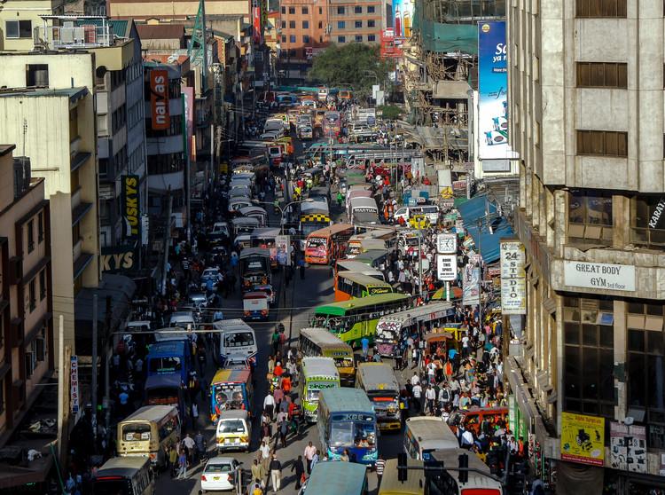 Una conversación sobre el clima: el papel de la arquitectura en la configuración de un futuro continente africano sostenible, Street view of Nairobi, Kenya. Image © Nina Stock from Pixabay