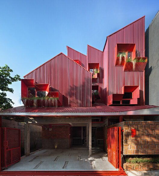 Stack By Step Red Zone Boarding House / Ismail Solehudin Architecture, © Mario Wibowo