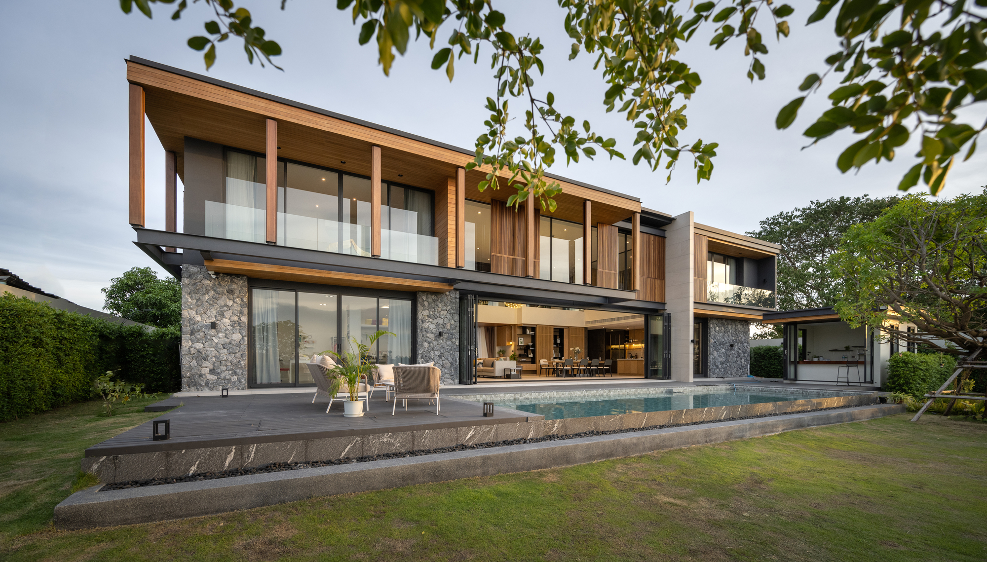 BSPN Residence / 10 Space Architects
