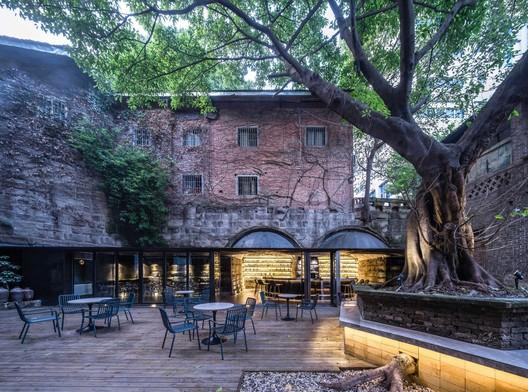 The Cave Bar / Qing Studio. Image © Yilong Zhao