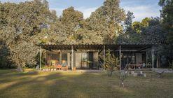 Casa quinta en Los Hornos / Bianchi-Fucile + Bertone