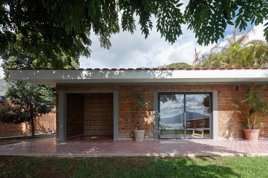 Casa San Juan Cosalá / SPRB Arquitectos