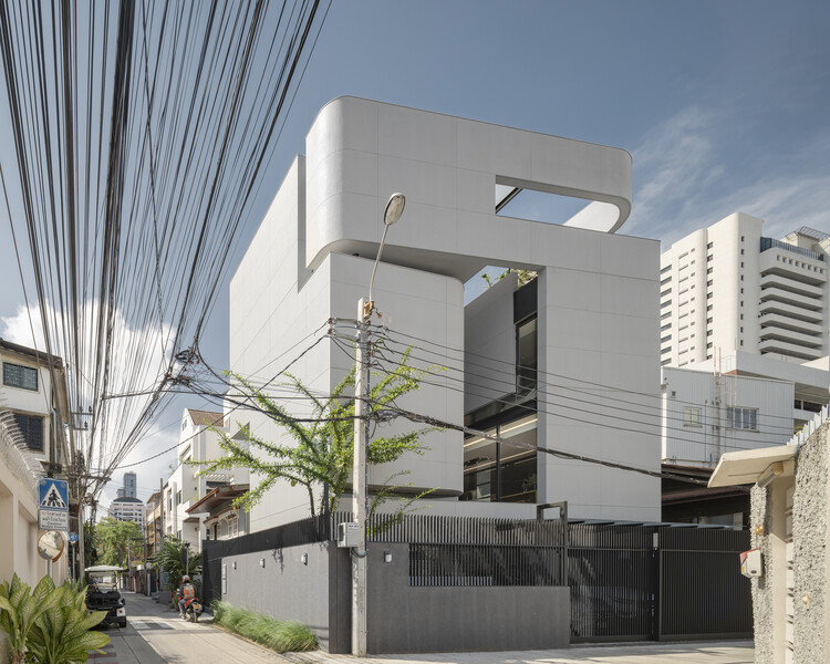 55 Sathorn House / Kuanchanok Pakavaleetorn Architects, © W-Workspace