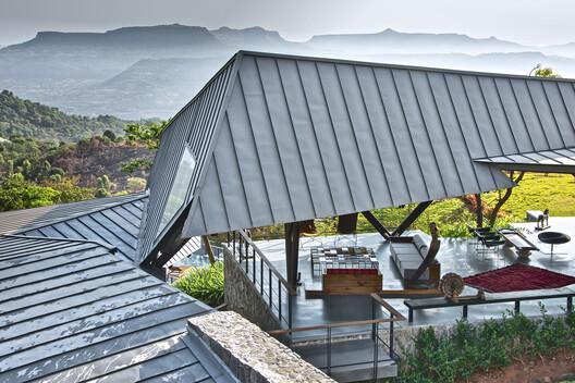 Casa de las Tres Corrientes / Malik Architecture