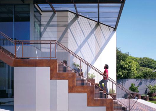 Дом Инь Ян / Brooks + Scarpa Architects.  Via Brooks + Scarpa Architects