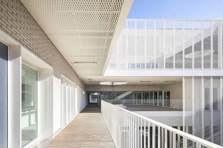 Школьный комплекс Роза Паркс / Brénac & Gonzalez & Associés.  Изображение © Серджио Газиа