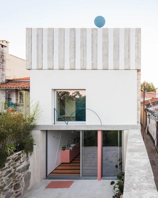 Дом в Фонтейнхас / Фала.  Изображение © Рикардо Лоурейро