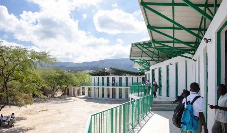 Школа Ла Референс де Гантье / Студия PHH Architects.  Изображение © Надя Тодрес