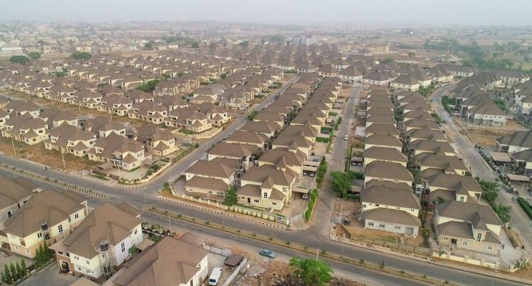 Os desafios do urbanismo na África: como preservar o patrimônio cultural na era das megacidades?, River Park Estates, Abuja, Nigeria. Imagem Cortesia de Common Edge