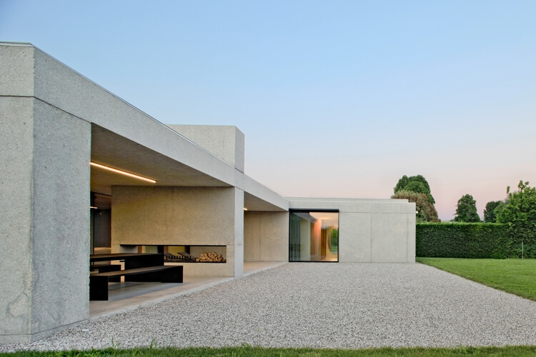 House Surrounded by Greenery / MIDE architetti , © Alessandra Bello