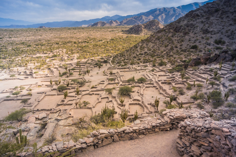 The Quilmes' City: The Architecture of Argentina's Pre-Hispanic Settlements, Quilmes Ruins, Tucumán, Argentina. Imagen de Guaxinim. Image via Shutterstock