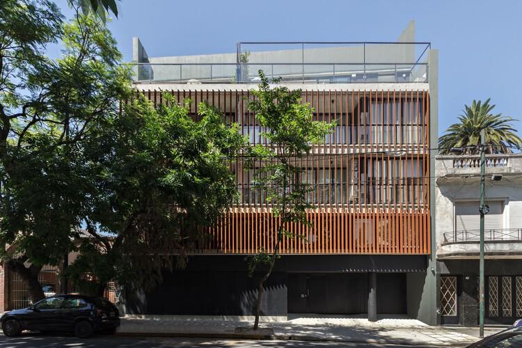 Edificio Hip Conde / Corinne Mauas + Mara Steinberg + Hauser Oficina de Arquitectura + Daniela Ziblat, © Albano García