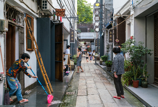 ASLA 2020 Urban Design Honor award. Yongqing Fang Alleyways: An Urban Transformation. Guangzhou, China. Lah D+H Landscape and Urban Design. Image Courtesy of The Dirt