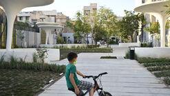 Silk Tree Deaf Friendly Urban Park / Ashrafi & Zad