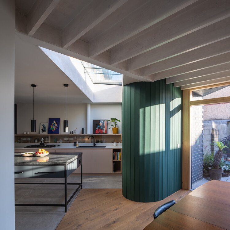 Tenters Triangle House / Robert Bourke Architects, © Ste Murray
