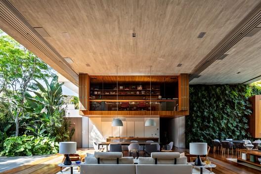Casa Ibsen / Matheus Farah + Manoel Maia Arquitetura