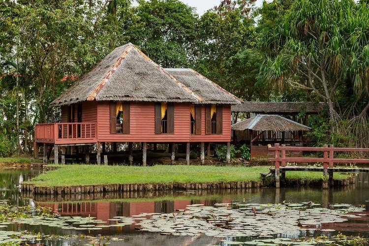 A arquitetura vernacular pode se tornar um fetiche?, Traditional Malay Architecture, Heritage Park of Sabah Museum. Image © CEphoto, Uwe Aranas / CC-BY-SA-3.0