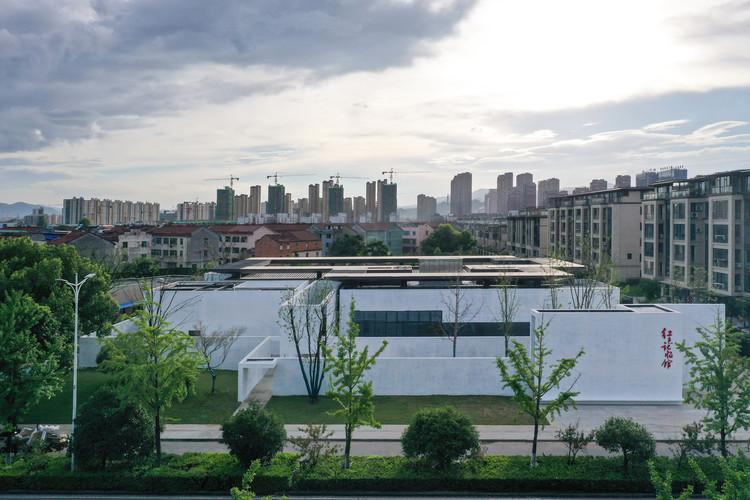 The village, surrounded by urban development. Image © Zhuoying Wu