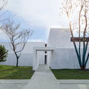 Relationship between southeast entrance and volume. Image © Zhuoying Wu
