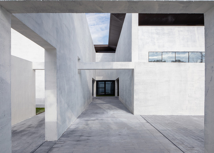 Looking at the museum from the inner courtyard. Image © Zhuoying Wu