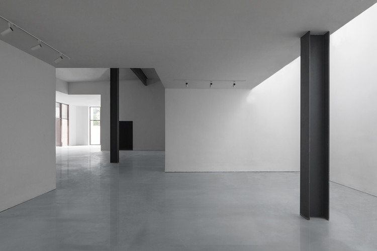 The remaining steel column . Image © Zhuoying Wu