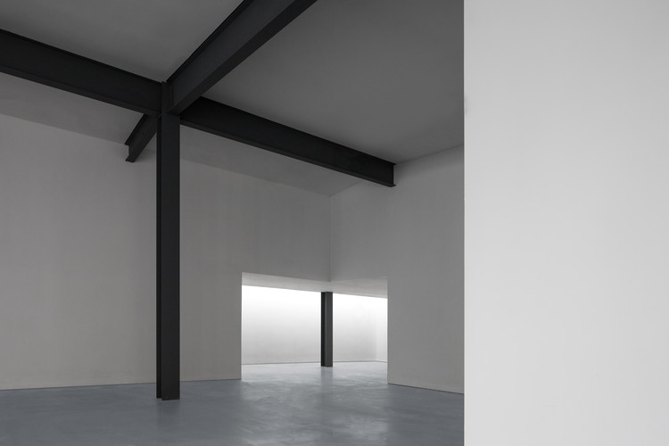 the remaining structure and the top light. Image © Zhuoying Wu