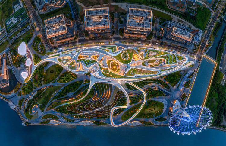 Top view of OCT OH BAY East Waterfront Retail Park, Urban Business Center, Central Plaza, Waterfront Cultural Park, and the Bay Glory Ferris Wheel. Image © Yanlong Tong