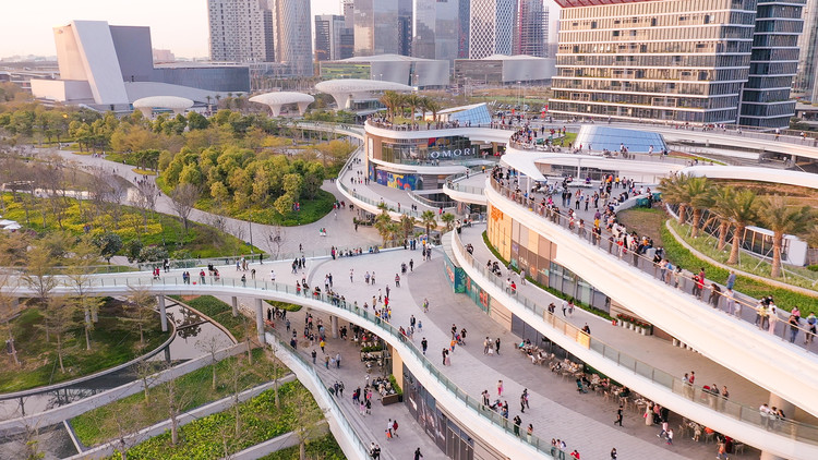 East Waterfront Retail Park and Pedestrian Bridge. Image © Yanlong Tong