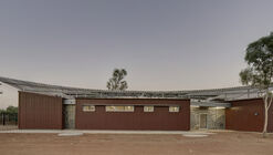 Centros Médicos Western Desert / Kaunitz Yeung Architecture