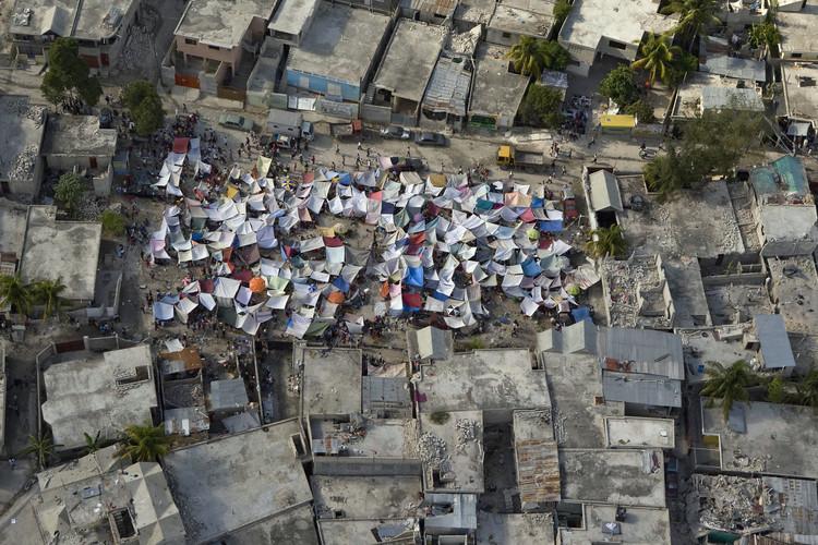 El nuevo terremoto en Haití revive el trauma urbano, ¿qué hacer desde la arquitectura?, Fotografía del terremoto de Haití en enero, 2010.. Image vía Flickr user: United Nations Development Programme. Lincensed under CC BY-NC-ND 2.0