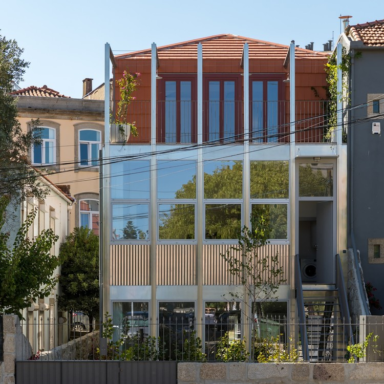 Apartamentos Monsenhor Manuel Marinho / Nuno Valentim, Arquitectura e Reabilitação, Lda., © João Ferrand