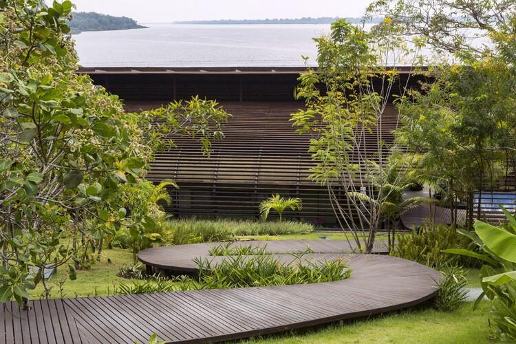 Mirante do Gavião Amazon Lodge / Atelier O'Reilly.  Фото: Ruy Tone