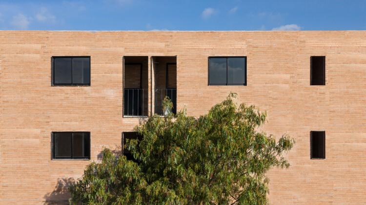 Edificio Colonia 300 / Circuito, © Luis Young