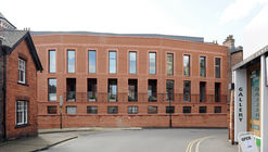 Bailgate Court / Jonathan Hendry Architects