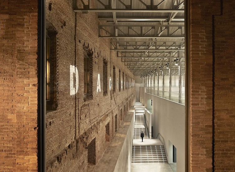 Industrial Nouveau: Dramatic Renovation Projects Reimagining Urban Life, © Alfonso Quiroga