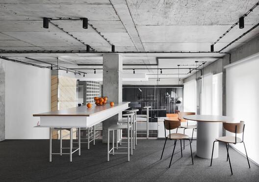 Office AV / Line Design Studio