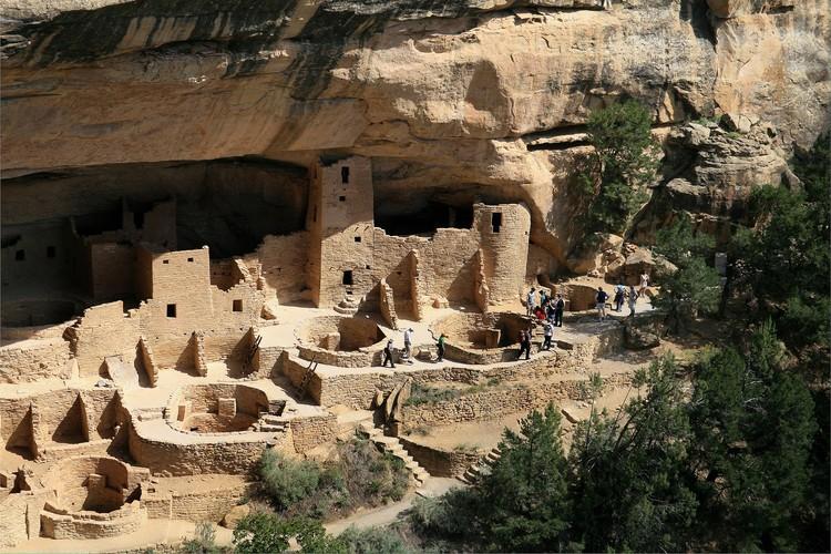 Parques Nacionales: Un viaje arquitectónico, Parque Nacional Mesa Verde, Colorado. Imagen © Usuario Wikimedia Andreas F. Borchert bajo la licencia Creative Commons Attribution-Share Alike 3.0 Alemania