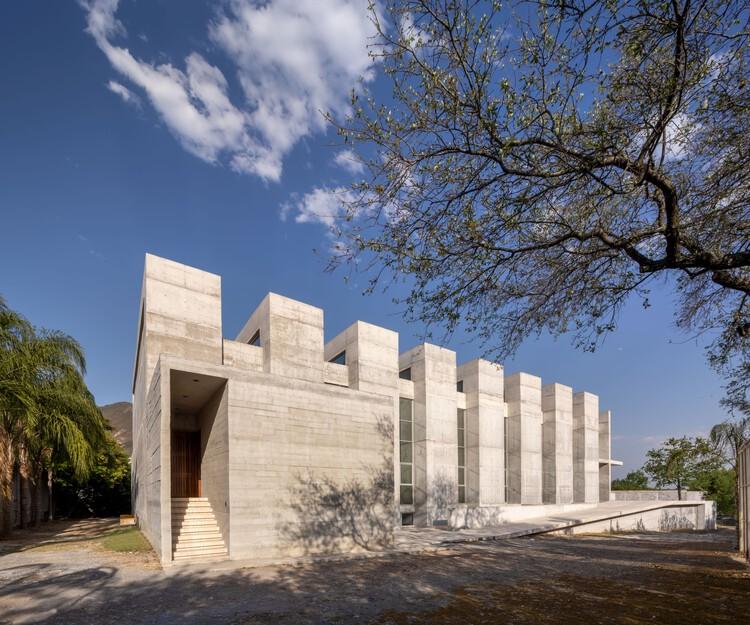 Iglesia y salón de usos múltiples Fuego Nuevo / WRKSHP arquitectura | urbanismo, © Jorge Taboada