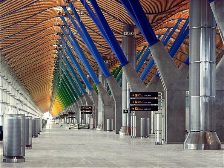 Airports: Examples in Plan & Section, Madrid-Barajas Airport Terminal 4 / Estudio Lamela & Rogers Stirk Harbour + Partners. Image Cortesía de Estudio Lamela & Rogers Stirk Harbour + Partners