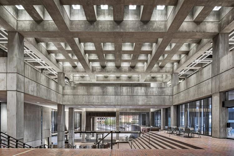 La rehabilitación y reutilización adaptativa de la arquitectura brutalista, Municipalidad de Boston. Imagen cortesía de Utile and Reed Hilderbrand