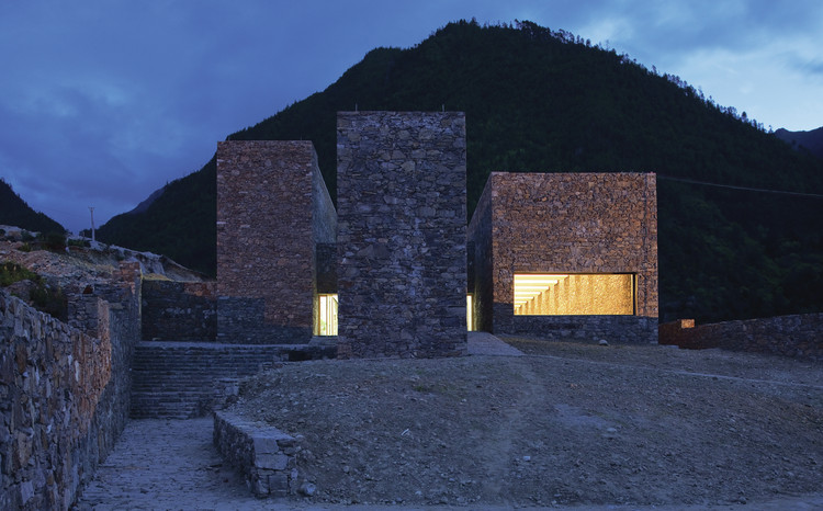 Tibet Namchabawa Visitor Centre / standardarchitecture. Image Courtesy of standardarchitecture